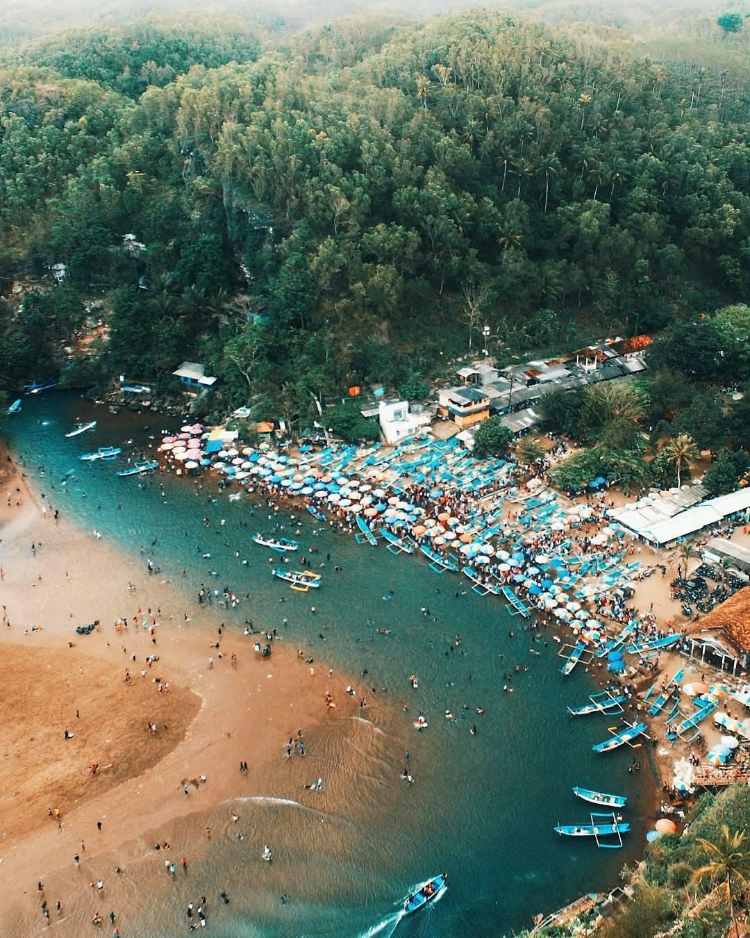 https://www.sarahbeekmans.com/blog/wp-content/uploads/2018/05/Baron-Beach-Yogyakarta-2.jpg