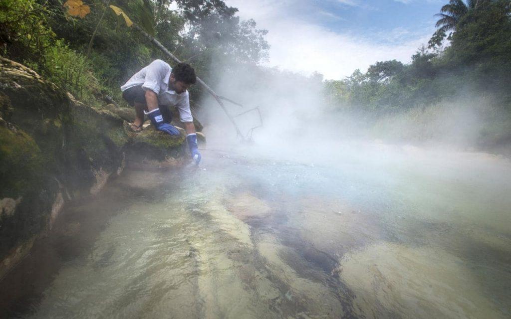 The Boiling River in Amazon sungai didih di Amazon